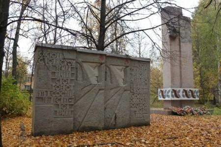 Президент предложил ввести наказание за уничтожение памятников защитникам Родины
