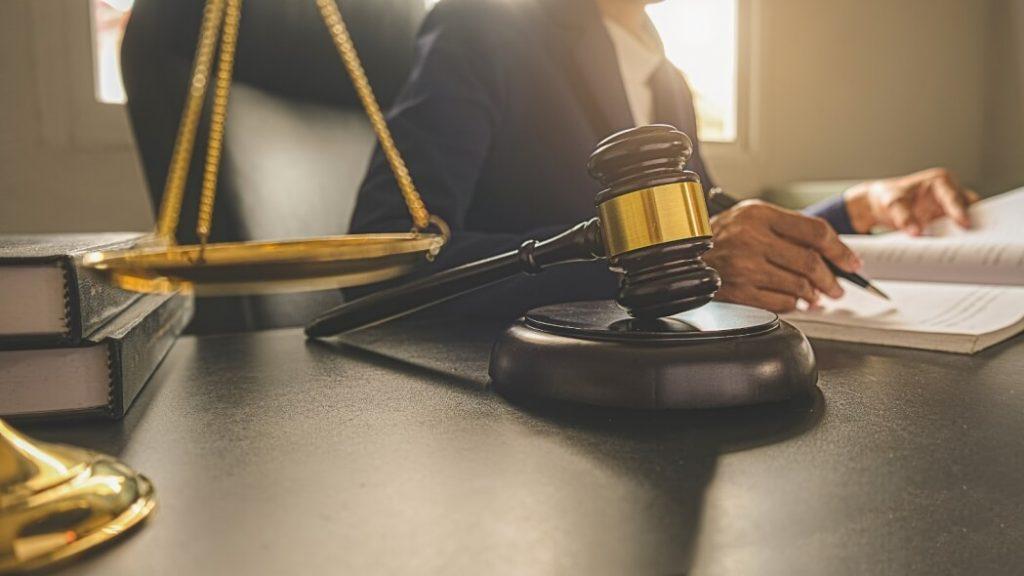 Юридическим лицам и ИП